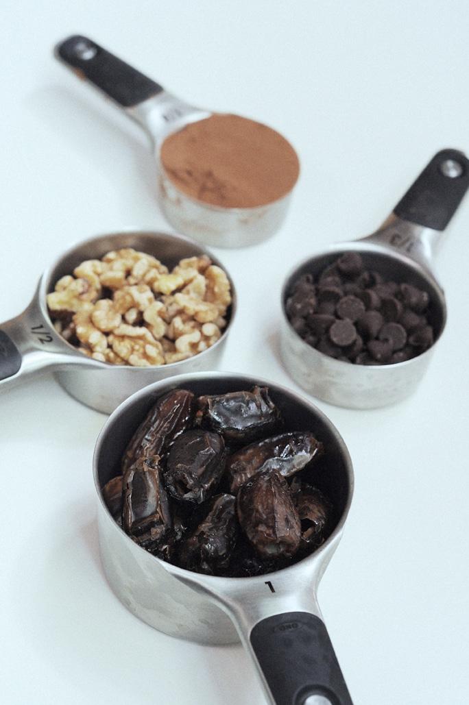 Simple Raw Vegan Brownie Bites